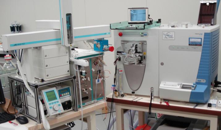 質量分析器「Zaplous LTQプロテオミクス解析システム」装置概観
